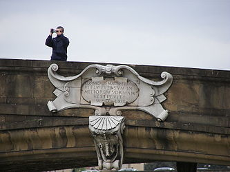 Ponte Santa Trinita plaque.jpg
