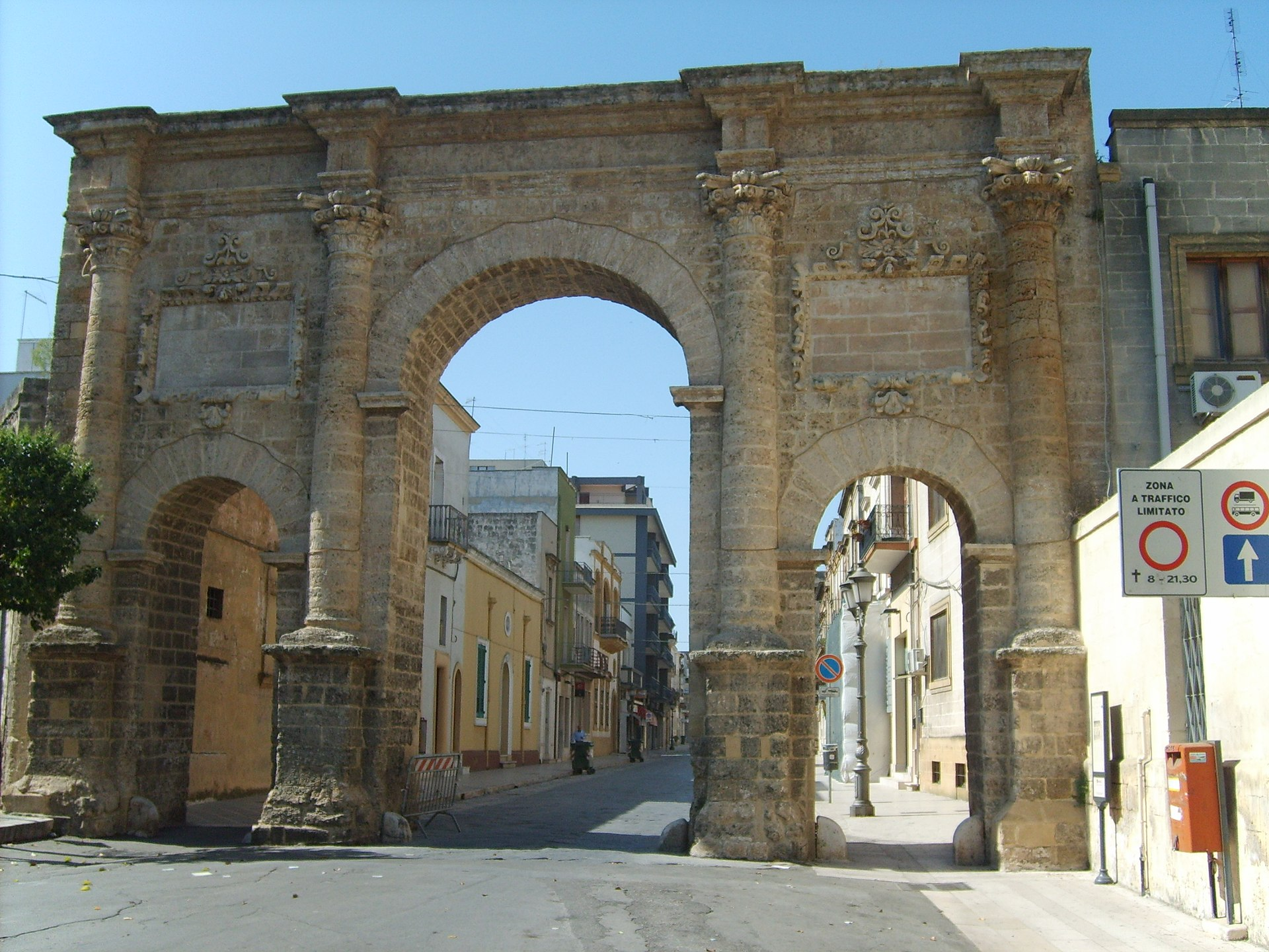Porte di francavilla fontana wikipedia - Mobilifici francavilla fontana ...
