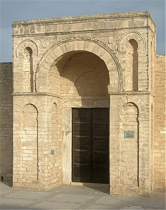 Fatimid architecture - Entrance gate of the Great Mosque of Mahdiya. In this early structure the arch is round rather than keel-shaped.