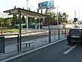 Praha, Radlice, tramvajová trať v Radlické ulici, zastávka Radlická škola.jpg
