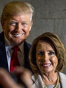 Nancy Pelosi con il presidente degli Stati Uniti Donald Trump il 20 gennaio 2017.