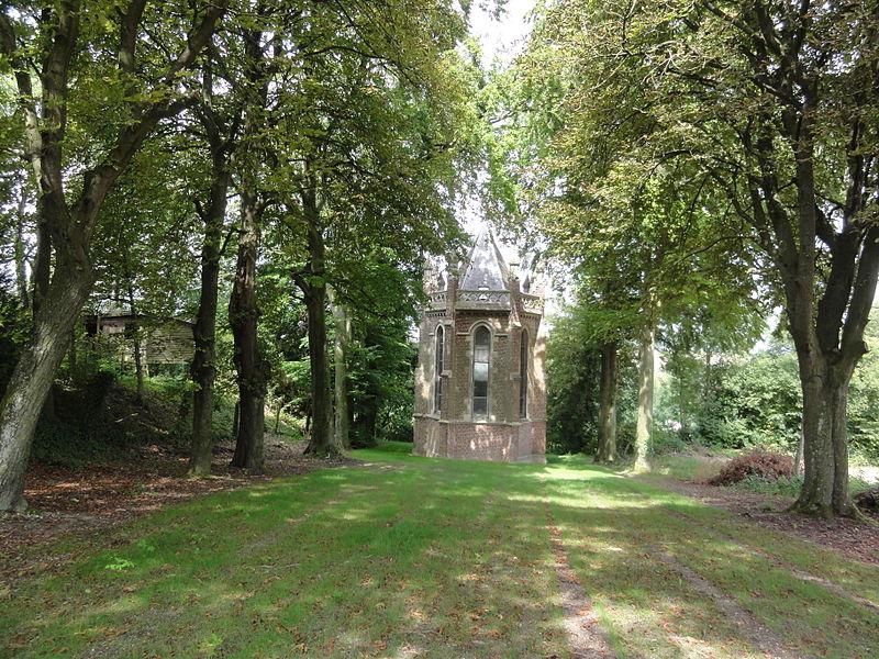 Proix (Aisne) chapelle N.D. de la Salette allée