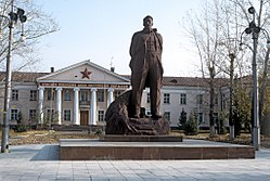 RIAN archive 440214 A monument to Kurchatov on the background of the Semipalatinsk nuclear test site's Central Staff.jpg