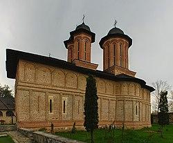 RO PH Brebu monastery church.jpg