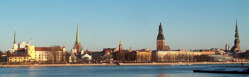 anoramablick über die Düna auf Rigas Altstadt