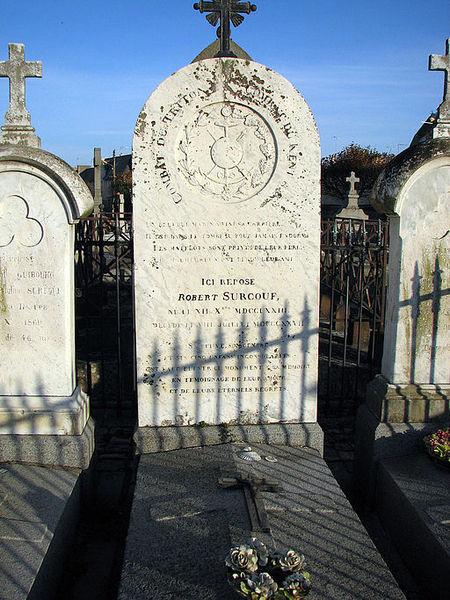 File:Robert Surcouf grave.jpg