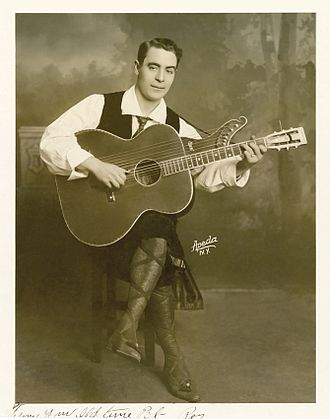 Roy Butin - Roy Butin with his harp guitar, New York, 1909.