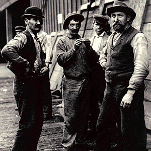 San Francisco graft trials - Workers on the San Francisco waterfront in 1901.