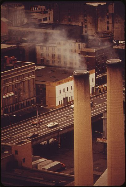 File:SMOKESTACKS OF THE CONSOLIDATED EDISON BROOKLYN POWER PLANT AND, BELOW, THE BROOKLYN-QUEENS EXPRESSWAY - NARA - 548326.jpg