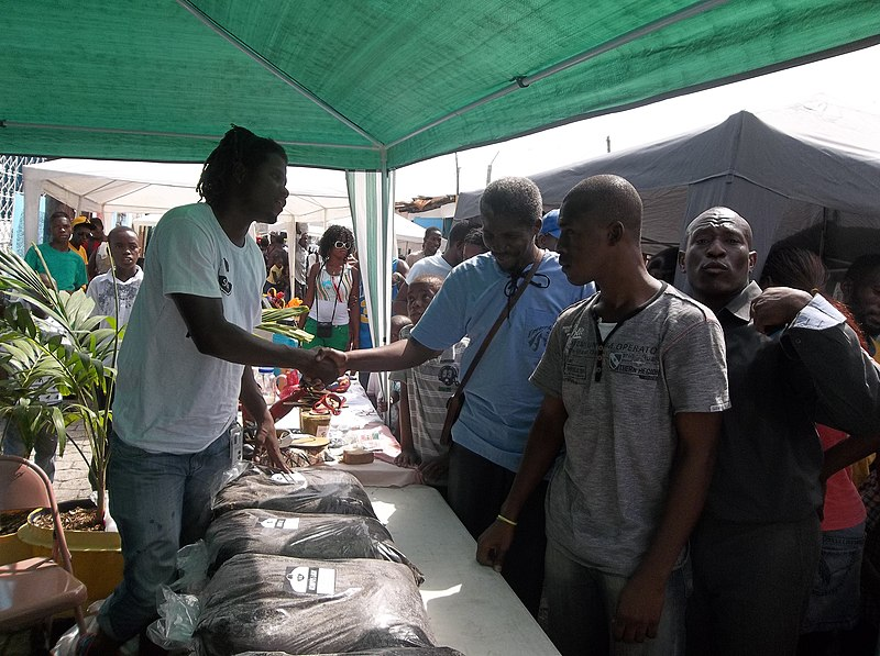 File:SOIL markets compost around Haiti. (16594273115).jpg