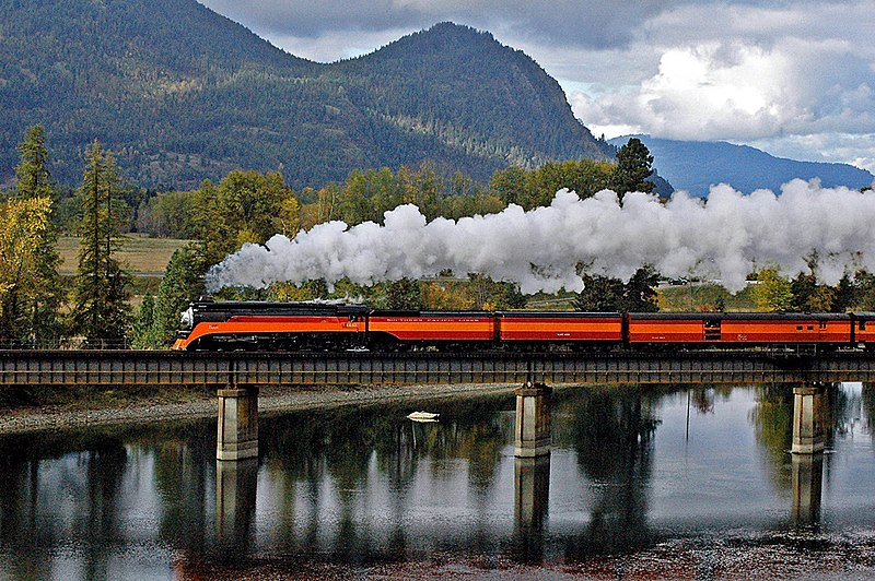 File:SP 4449 crossing Clark Fork River just south of Lake Pend Oreille, Oct 2004.jpg