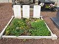 Saint-Martin-au-Laërt (Pas- de-Calais, Fr) tombes de guerre de la CWGC au cimetière.JPG