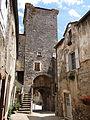 Sainte-Eulalie-de-Cernon - Grand-rue et tour avec la porte d'accès.JPG