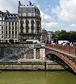 Seine River and Pont au Double, Paris.jpg