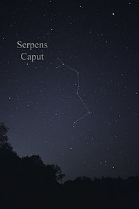 The pattern of stars in Serpens Caput seen with the naked eye, with a triangle marking the head and a line of stars extending down marking the upper body