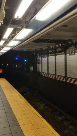 File:Signal upgraded to 'flashing green' under CBTC.webm
