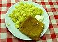 Smažený sýr, mačkané brambory, tatarská omáčka.jpg