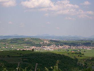 Battle of Caldiero (1809) - Eastward-looking view of Soave. Castelcerino is out of the photo to the left along the crest of the ridge while San Bonifacio is a short distance beyond the right edge.