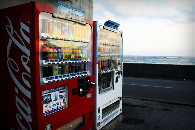 By slackrhackr (Vending 1) [CC BY-SA 2.0 (http://creativecommons.org/licenses/by-sa/2.0)], via Wikimedia Commons