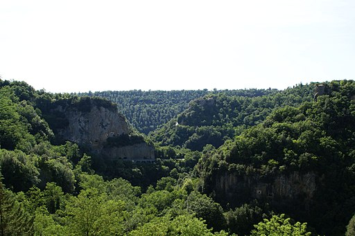 Sorano hills to southwest - panoramio
