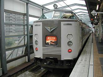 Maizuru Line - A Maizuru limited express services at Higashi-Maizuru Station in July 2005