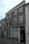 foto van Dubbelpand, bestaande uit twee huizen van twee bouwlagen, kelder (gedeeltelijk) en een kap loodrecht op de straat