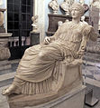 Statua seduta di Flavia Iulia Elena, IV sec, rielaborazione di un'afrodite di fidia.JPG