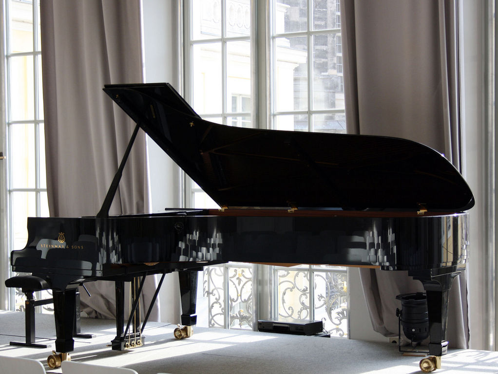 file steinway concert grand piano d wikimedia commons. Black Bedroom Furniture Sets. Home Design Ideas