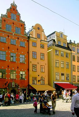 Stortorget - By Mastad (Own work) [GFDL (http://www.gnu.org/copyleft/fdl.html), CC-BY-SA-3.0 (http://creativecommons.org/licenses/by-sa/3.0/) or CC-BY-SA-2.5-2.0-1.0 (http://creativecommons.org/licenses/by-sa/2.5-2.0-1.0)], via Wikimedia Commons