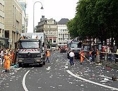 Straßenreinigung nach der Kölner Parade zum Christopher Street Day (7860).jpg