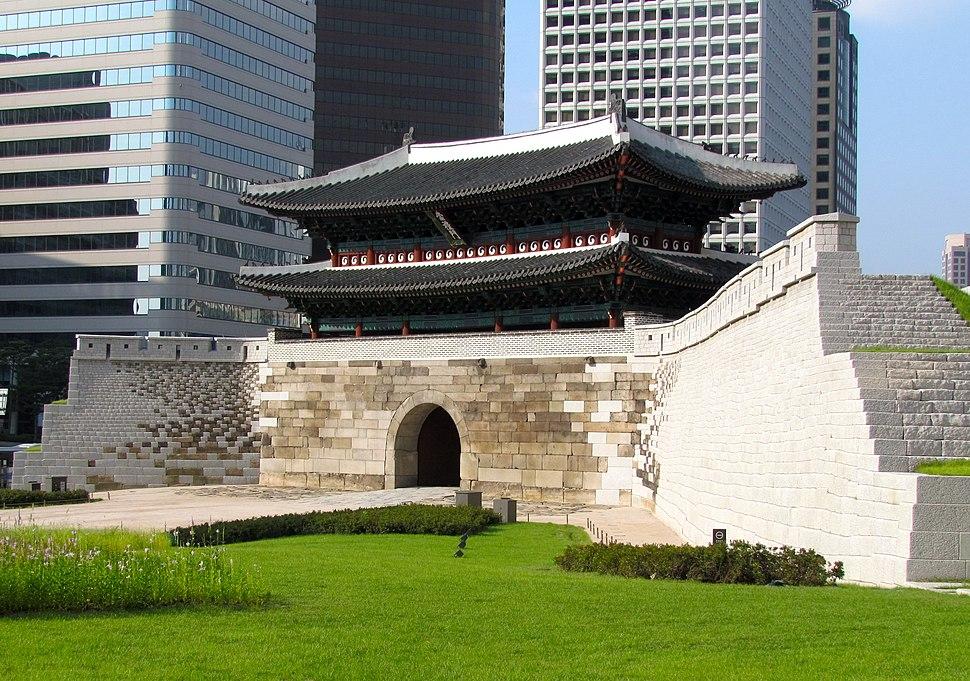 Sungnyemun Gate, front, 2013