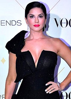 Sunny Leone graces Vogue Beauty Awards 2017.jpg
