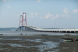 The Amazing Race 21 - Upon arriving in Surabaya, teams crossed onto the Suramadu Bridge to the town in Bangkalan at Madura Island.