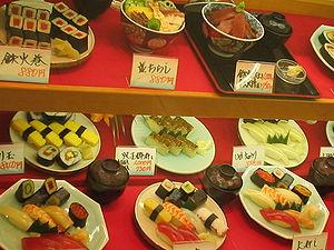 sushi in etalage