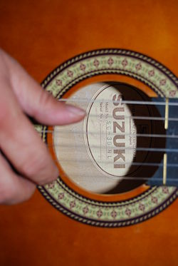 Suzuki SG-3B NL sound hole, manufactured in Hamamatsu, Japan.jpg