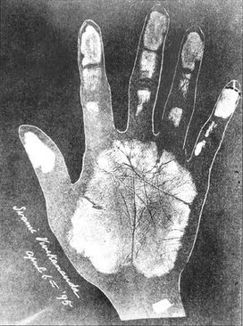 Swami Vivekananda right palm impression.jpg