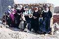 Syrien 1961 Menschen vor Mauer 0003.jpg
