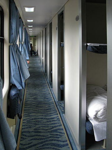 T99 100 Hard Sleeper Car.jpg by Baycrest, CC-BY-SA-2.5