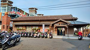 Taiwan SiangShan Railway Station (Photo at 2015 by Yuriy).jpg
