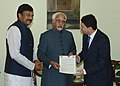Taleb Rifai handing over an open letter on 'Global Leaders for Tourism Campaign' to the Vice President, Shri Mohd. Hamid Ansari, in New Delhi. The Minister of State (Independent Charge) for Tourism.jpg