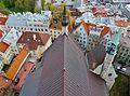 Tallinn Blick von der Olaikirche aufs Dach.JPG