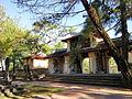 Tam quan chùa Thiên Mụ.jpg