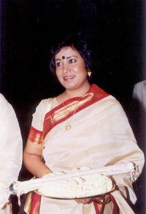 Taslima Nasrin - Nasrin receiving Ananda Award in 2000