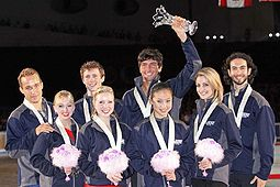 Team USA 2009 ISU World Team Trophy in Figure Skating podium.jpg