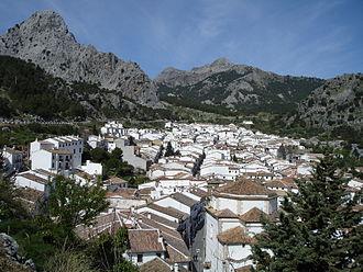 Grazalema - Grazalema seen from the Sierra del Endrinal