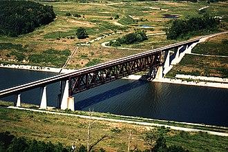Tennessee–Tombigbee Waterway - Image: Tenn Tom Waterway ICG railroad bridge