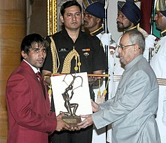The President, Shri Pranab Mukherjee presenting the Arjuna Award for the year-2015 to Shri Bajrang for Wrestling, in a glittering ceremony, at Rashtrapati Bhavan, in New Delhi on August 29, 2015.jpg