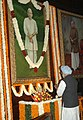 The Prime Minister, Dr. Manmohan Singh paying floral tributes to the former Prime Minister, Late Ch. Charan Singh on his 107th birth anniversary, at Parliament House, in New Delhi on December 23, 2009.jpg