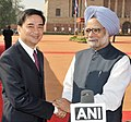 The Prime Minister, Dr. Manmohan Singh with the Prime Minister of Thailand, Mr. Abhisit Vejjajiva after the media interaction, at the ceremonial reception, at Rashtrapati Bhawan, in New Delhi on April 05, 2011.jpg