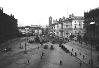 Neuer Marstall - Schloßplatz in 1900; on the center right is the Neuer Marstall. The Rotes Rathaus is in the background.